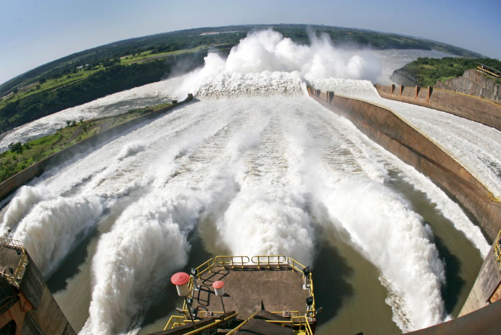 Calhas do vertedouro da Usina de Itaipu - 16.02.07